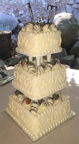 3 tier wedding cake with square tiers