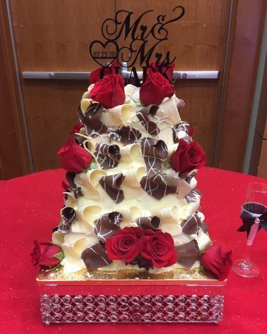 Wedding cake - White and Dark Chocolate Curl with Roses